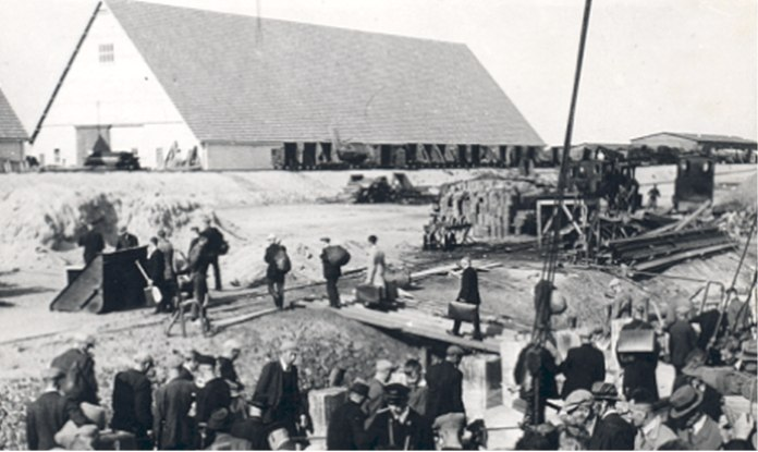 The arrival of polder workers at the Ramspol in 1941.
