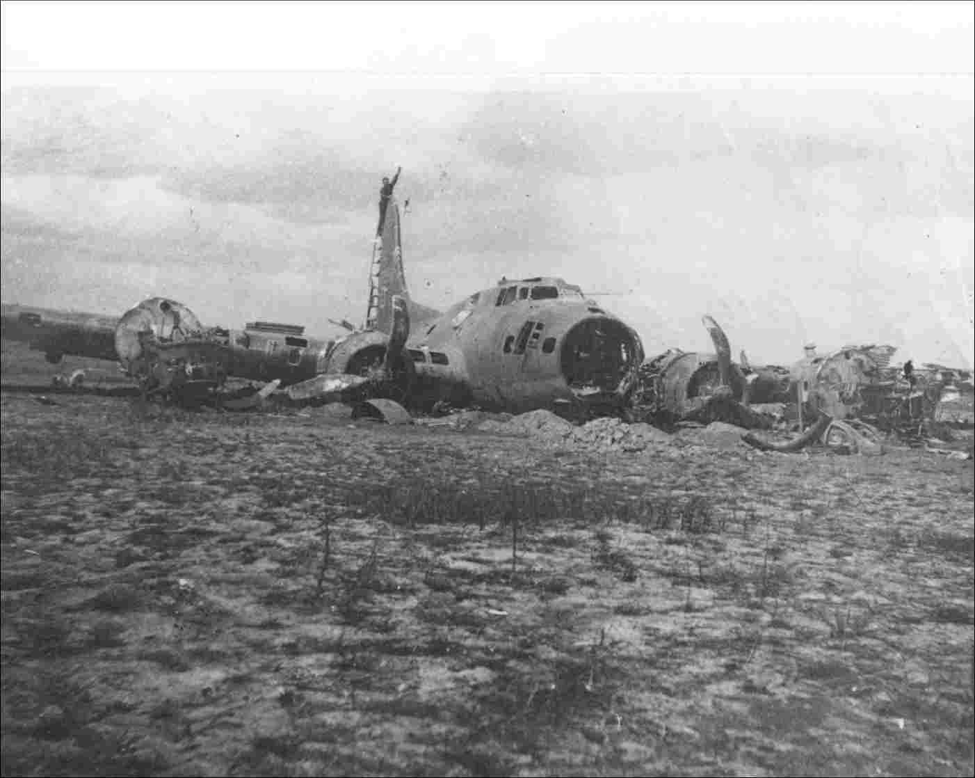 "The plane depicted is the Boeing 17G ""Dinah Might"" that landed on 10 February, 1944, on lot J107 on the Vliegtuigweg near Nagele (Collection Roel Winter)."