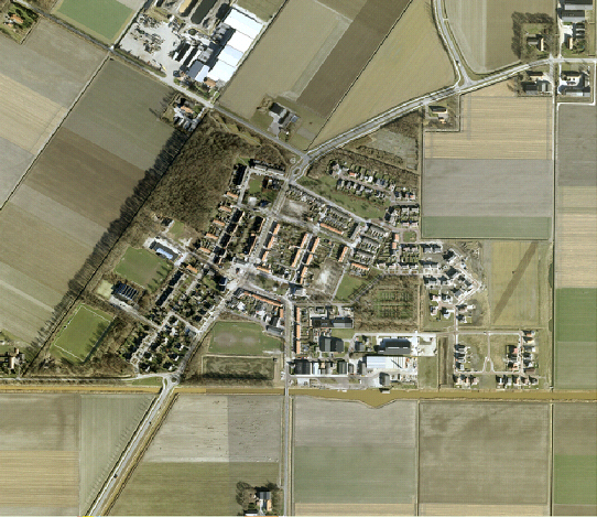 Out of all the villages in the Noordoostpolder, seven were built as a settlement around a central area, these being Marknesse, Ens, Luttelgeest, Bant, Creil, Espel and Tollebeek. This central area is usually a stretched out 'brink' [village green] with shops, homes, public buildings and sometimes a church along its side. As it were, this brink was akin to a private space, the village's 'living room'. In this case Creil.