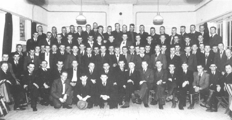 76 of the 103 lessees of the first issuance in 1947 and a number of front men from agricultural organisations gathered in the village hall of Emmeloord, 20 December 1947. As of 1 November 1947 the first agricultural firms were assigned to farmers who had been selected by the government.