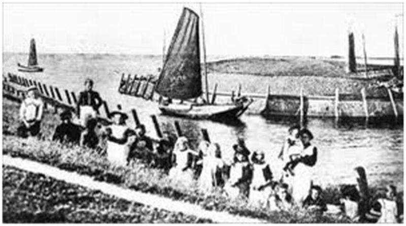 'Vollenhoven fishermen sail out to go fishing'; view of the former outer harbour, date unknown
