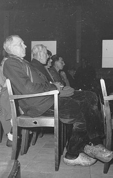 Audience for the concert of the Overijssel Philharmonic Orchestra in the exhibition hall of 't Voorhuys in Emmeloord, 1954.