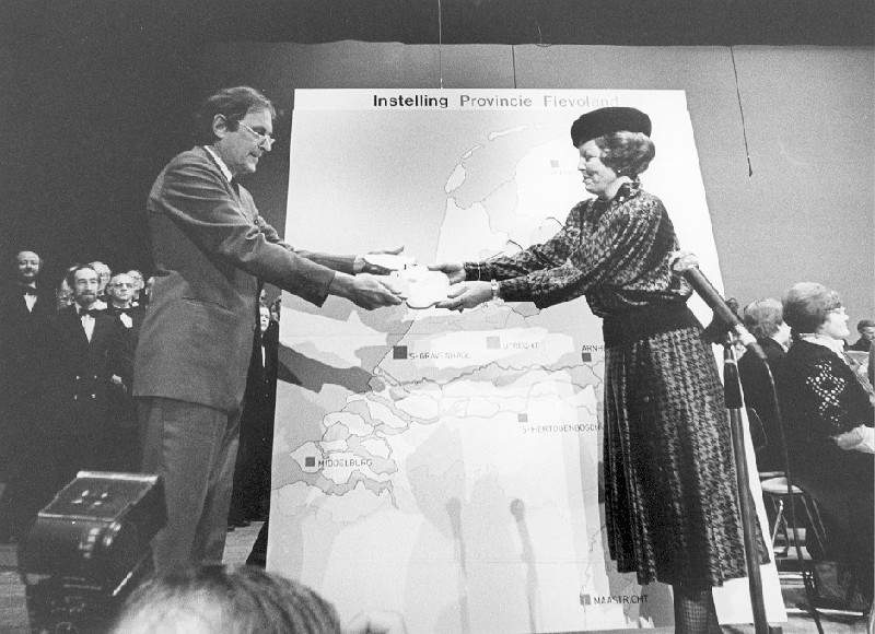 The province of Flevoland is a fact. On 9 January 1986 Han Lammers left the official act to Queen Beatrix.