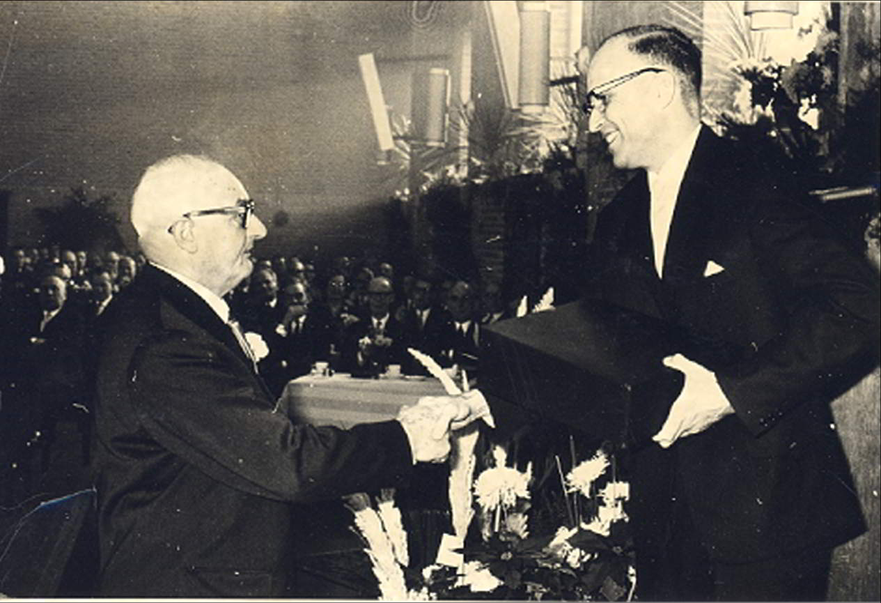Farewell reception of Mr A.D. van Eck, head of the building department Rijksdienst IJsselmeerpolders.  1-12-1964.