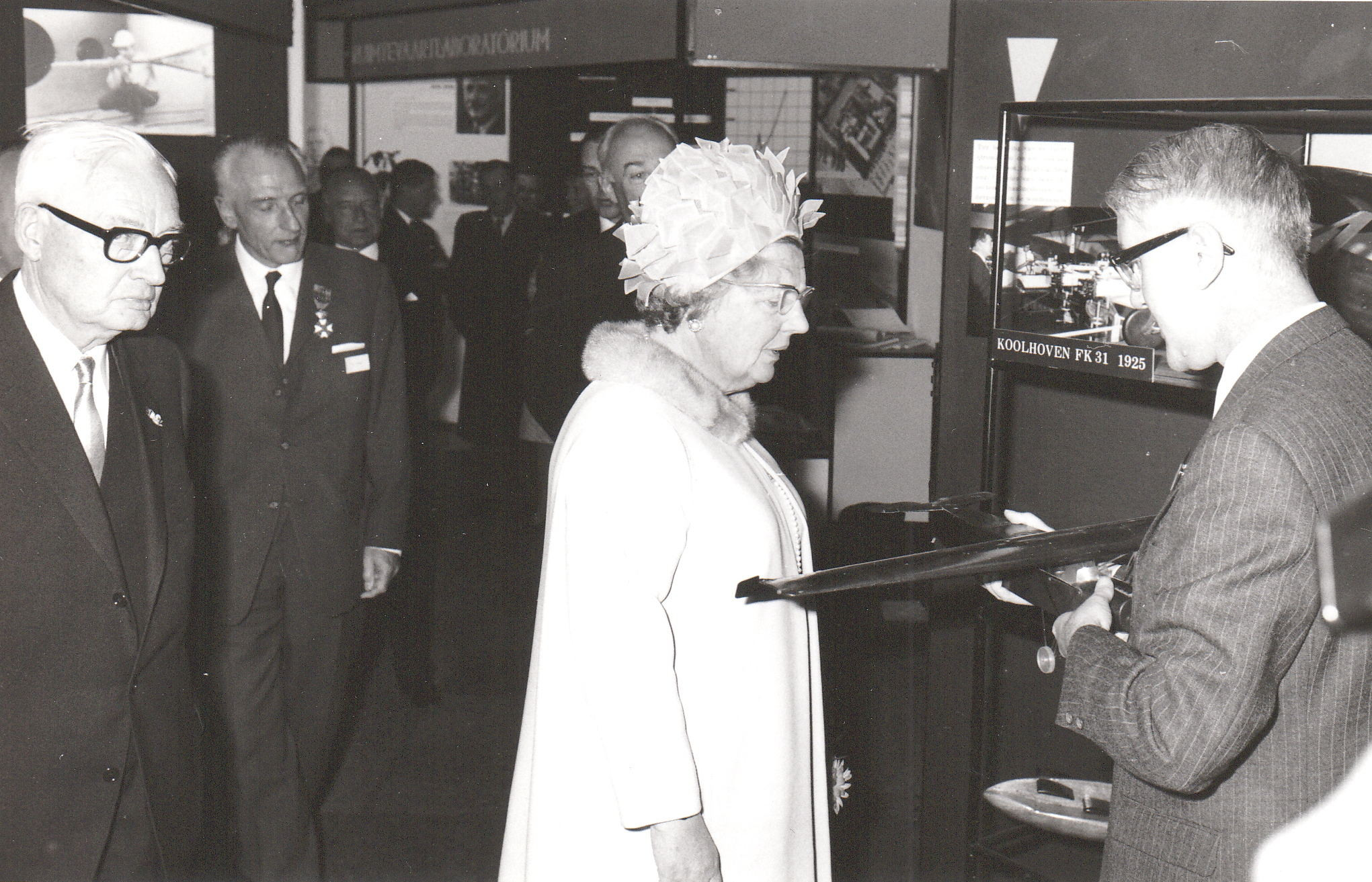 In April 1969 Queen Juliana visited the NLR during the celebrations of 50 years of aeronautical research. In this photo she's looking at a wind tunnel model of a Fokker F2 from 1920.