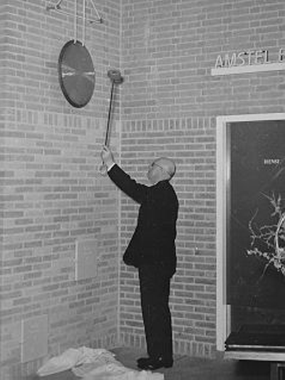 Opening of theatre 't Voorhuys; Mr S. Smeding strikes the gong, 1953.