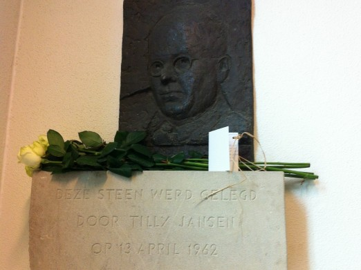 On 13 April 2012 the youngest grandson of Doctor J.H. Jansen laid flowers at the plaque in the hospital, on behalf of all the grandchildren.