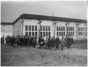 The Juliana School in 1946, the first primary school in Emmeloord. The school building was a temporary one.