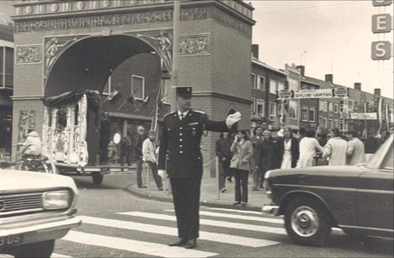 Paris in Emmeloord. The Arc de Triomphe at the beginning of De Lange Nering, 1969.