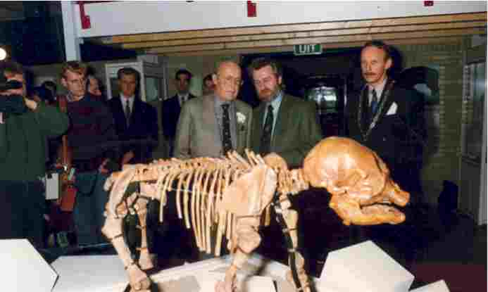 "Exhibition ""Siberian Mammoths"" in 't Voorhuys, Emmeloord, 15 December 1992 - 16 May 1993. Opening by H.R.H. Prince Bernhard (left). Next to him Mr W. Oosterhof (director Schokland Museum) and the mayor Mr M.A.J. Knip"