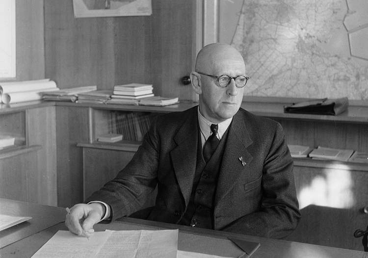 Dr.ir. S. Smeding in his work office at the location of the Wieringermeer Board in Zwolle, 4 February 1948.