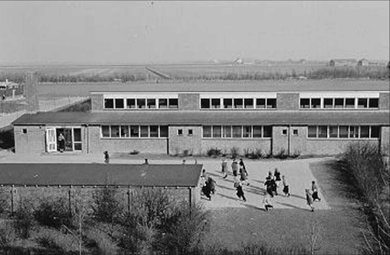 P. Christiaanse designed the neutral primary school De Wending in 1951-52 (Zuidwent 4, Bant), a school with four classrooms, a staff room and later on a play-practice room, 1956.